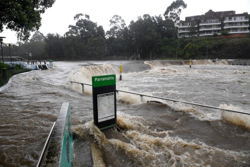 澳洲30年一遇暴雨 悉尼民众午夜疏散