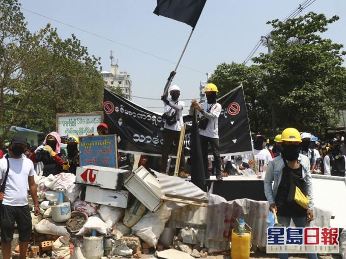 缅甸民众续示威增至247死 誓言与军方抗争到底