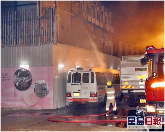 玛丽医院扩建地盘火警 急症室附近烟雾瀰漫