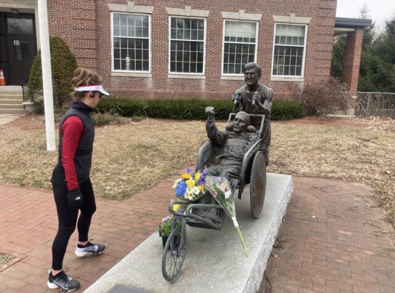 推瘫痪儿参加32场马拉松 美国慈父辞世