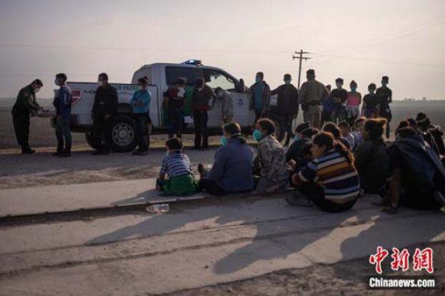 """""""边境已经关闭"""" 美国安部长敦促移民儿童不要来美"""