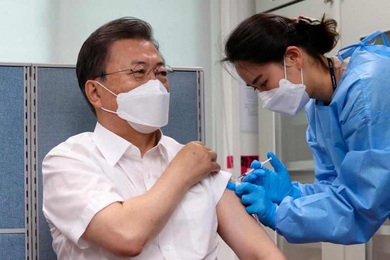 文在寅夫妇接种阿斯利康冠病疫苗