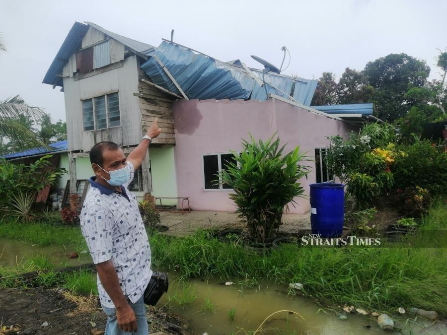 Storm damages houses in Kuala Kurau