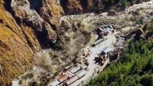 印度北阿肯德邦冰川断裂 引发山洪已致74人遇难