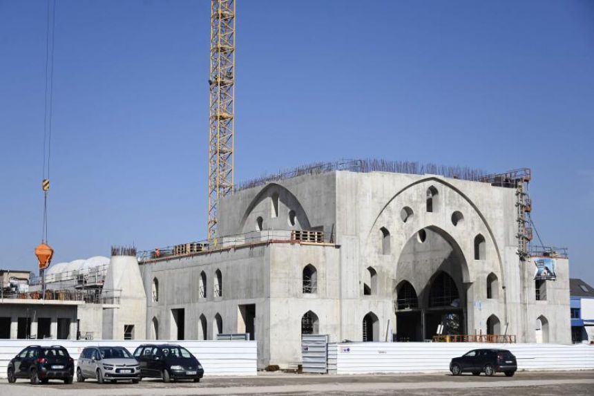 Row erupts in France over state funding for mosque