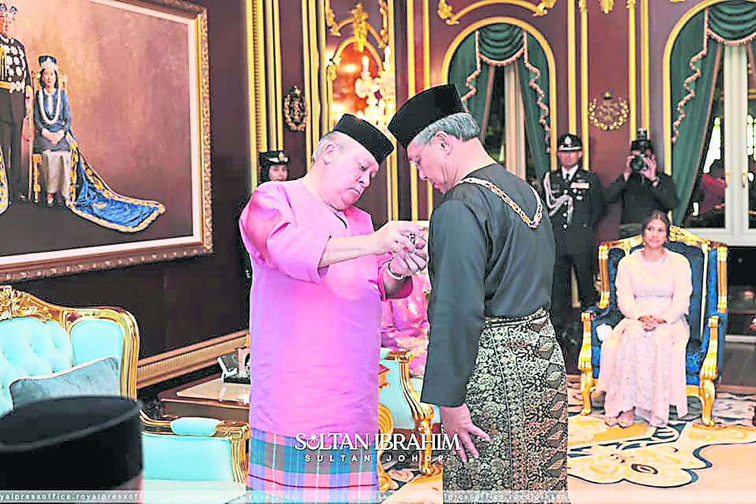 苏丹63岁华诞册封10人 柔大臣受封高级拿督