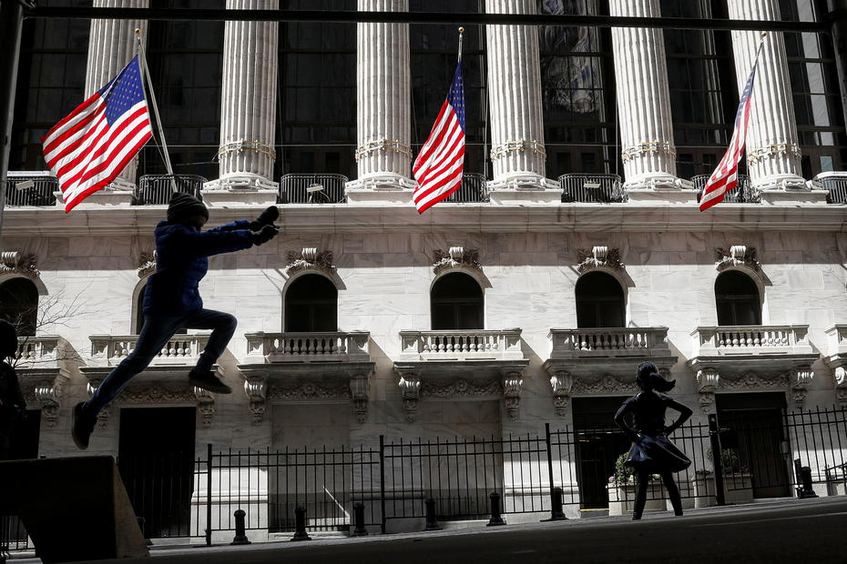 Futures rise as jobless claims expected to edge lower