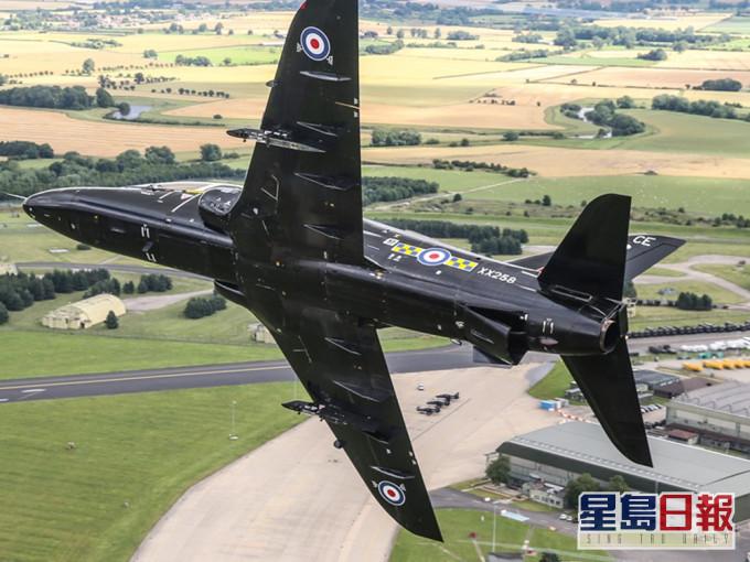 英空军飞机坠毁 机上两人及时弹出受轻伤
