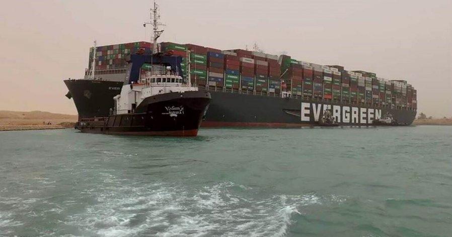 苏伊士运河塞船数突破200 长荣货轮脱困恐耗数周