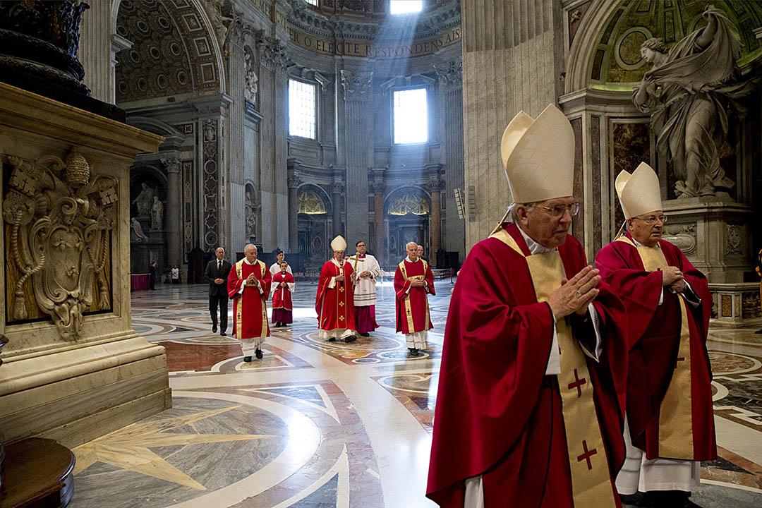 料出现5000万欧元赤字 教廷神职人员减薪
