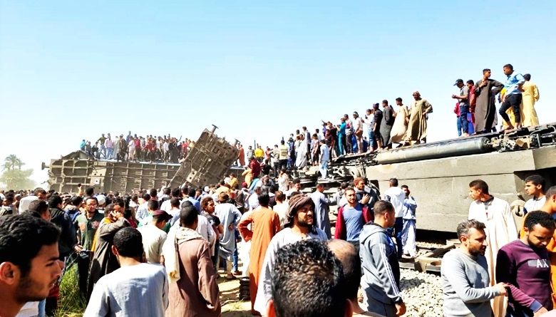 紧急煞车器被触动 埃及火车追尾逾百死伤
