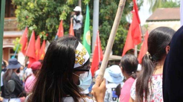 示威者号召军人节上街 缅军方警告会开枪射头