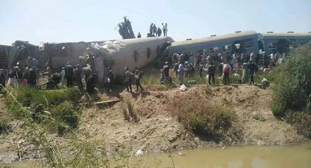埃及火车相撞 至少32死66伤