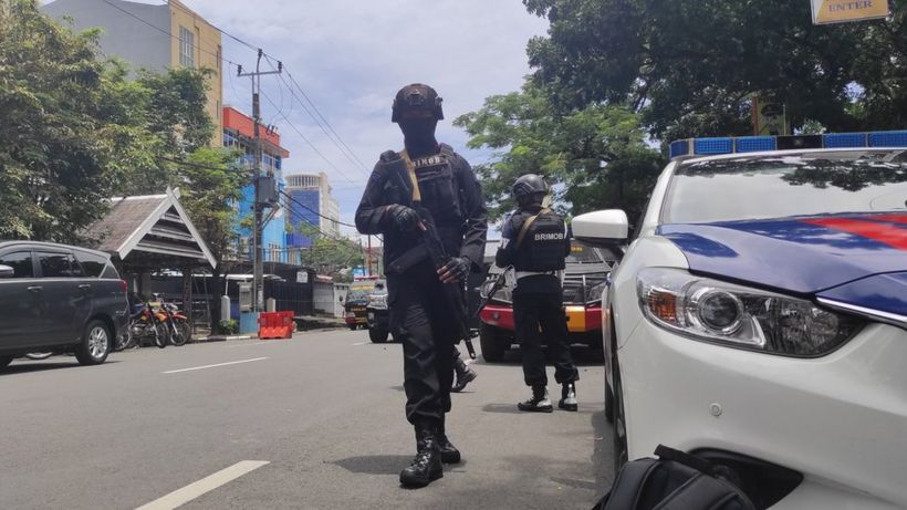 Makassar explosion: Worshippers wounded in Indonesian church bombing