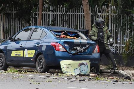 Indonesia: Two suicide bombers die in church attack, 14 people injured