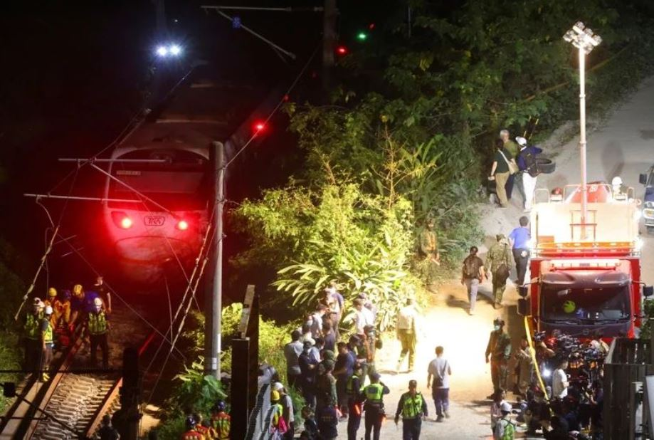 【台铁脱轨事故】下修罹难者为51人  台铁:人数或随搜寻活动攀升