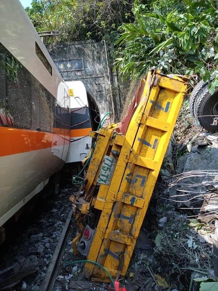 【台铁出轨】台铁下修死亡人数 51人丧命包括司机与助理司机