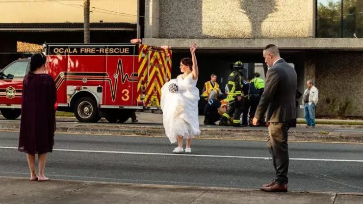 婚礼附近发生交通事故 女警穿白纱指挥获网贊