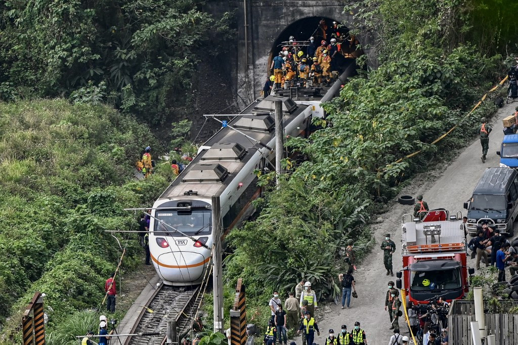 China extends condolences to victims of Taiwan train accident
