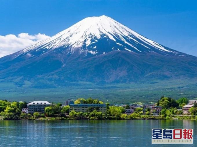 富士山拟徵入山税 增条件防准备不足者登山
