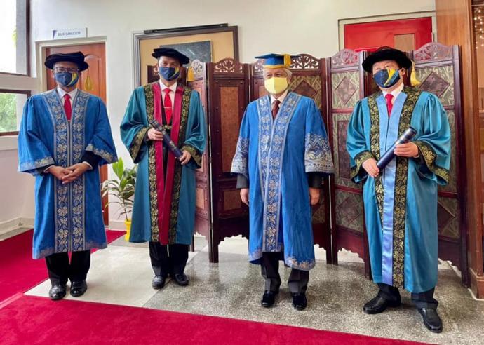 森统治者颁发 诺希山获UKM荣誉博士学位