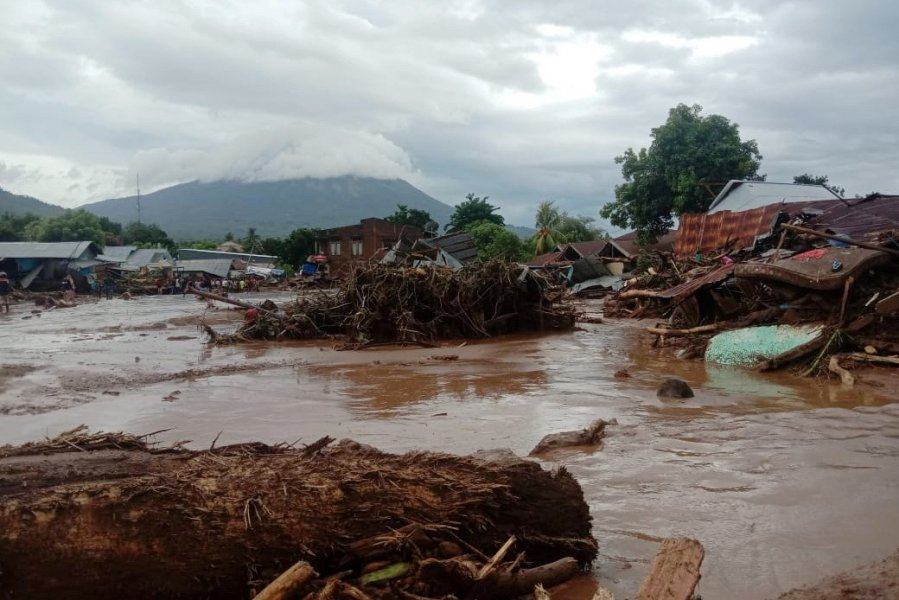 印尼东帝汶洪灾160死 数千人撤离