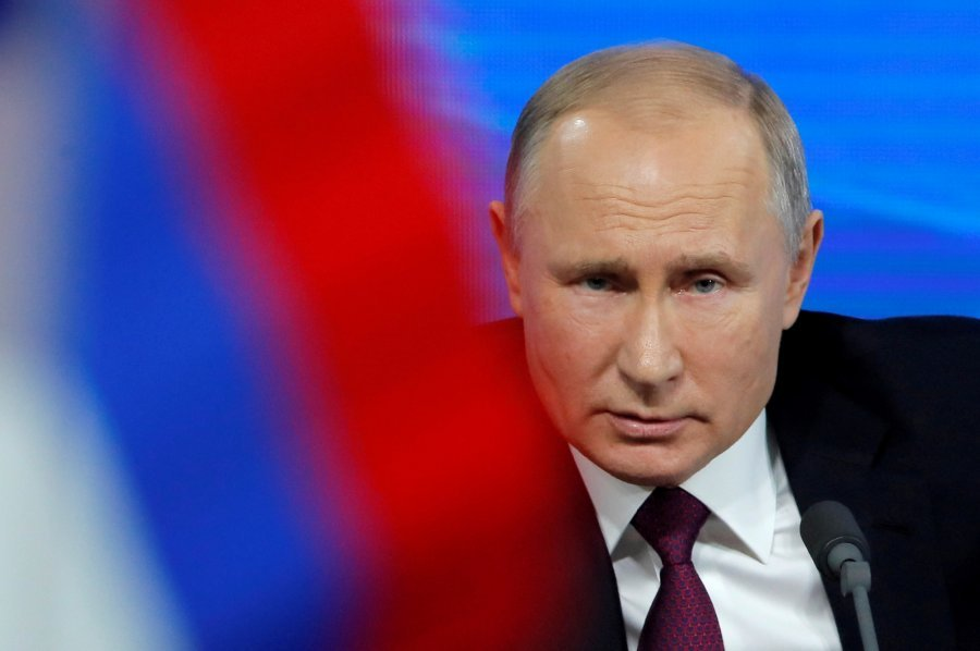 普京签署法令允连任两届 为其掌权至2036年铺路