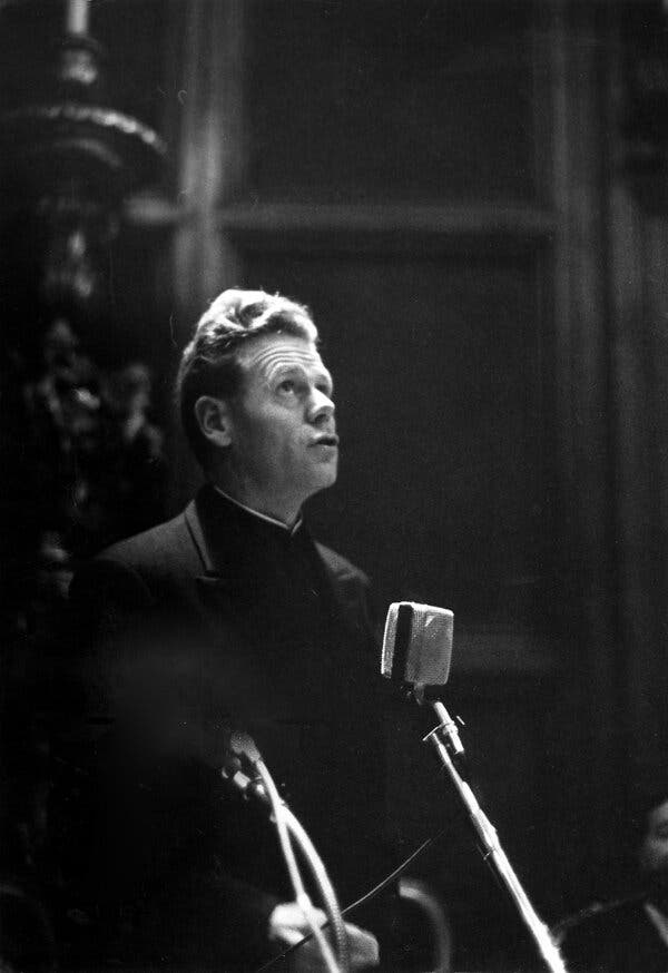 Hans Küng, Catholic Theologian With a Powerful Critique, Dies at 93
