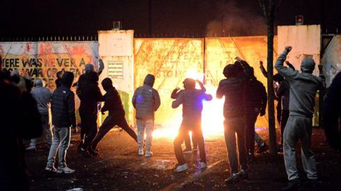 Belfast: Emergency Stormont meeting after night of violence