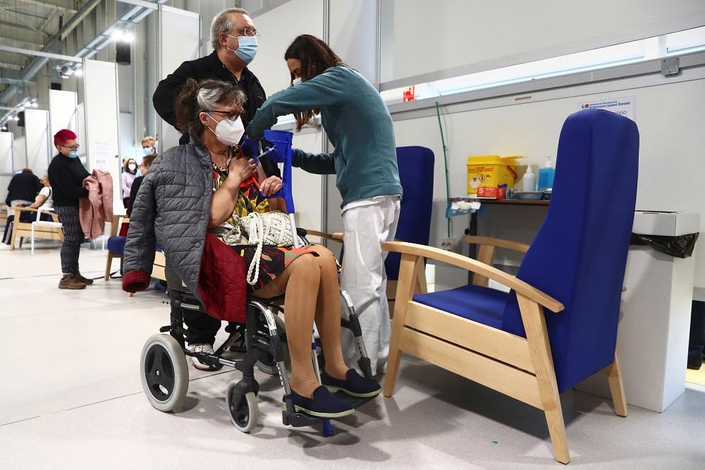 Spain limits AstraZeneca coronavirus vaccine to over 60-year olds