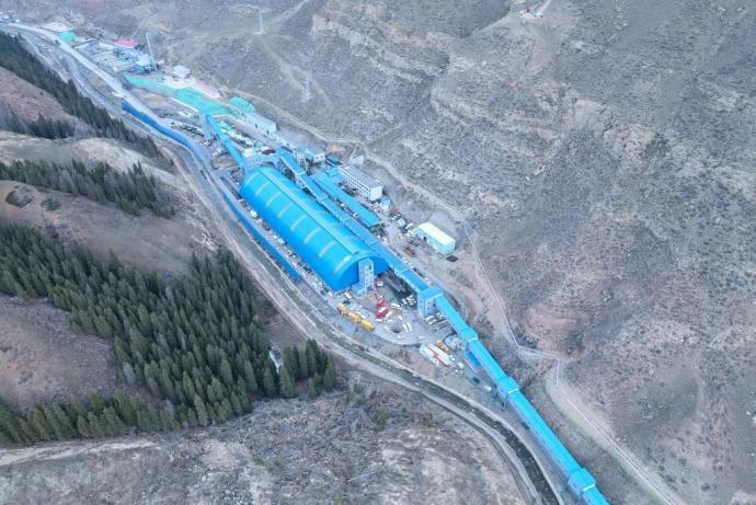 新疆一煤矿发生透水事故21人被困