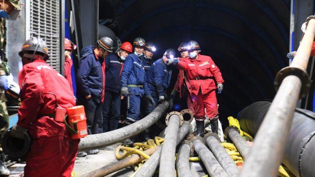 新疆发生煤矿透水事故21人被困 涉事煤矿许可证曾被注销(图)
