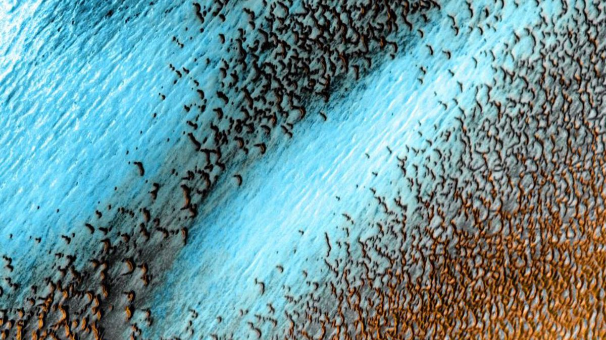 NASA Has Released a New Image of Mars' Blue Dunes and It's Quite a Sight