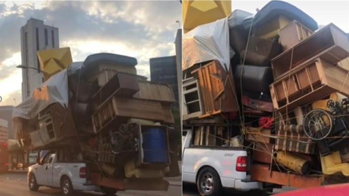 整个家带着走 皮卡车载超重杂物山