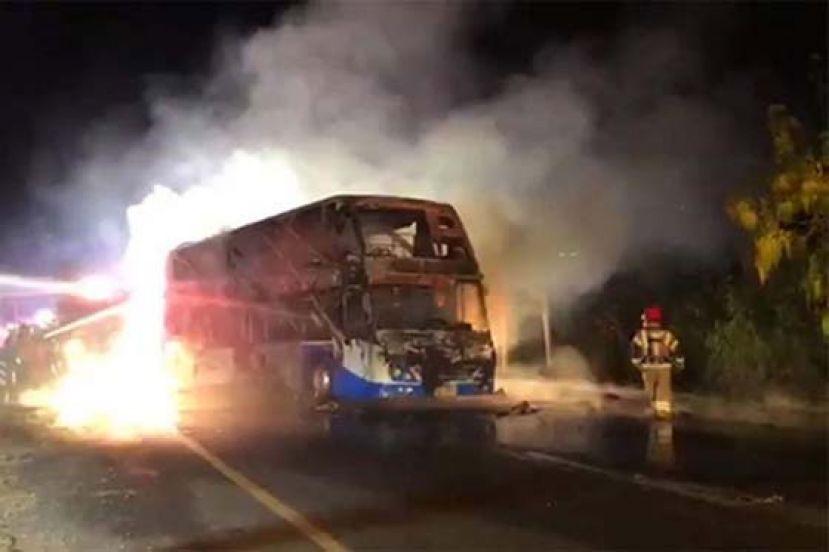 泰一双层旅游巴士起火 致5死12伤