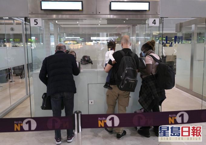 法国宣布暂停所有来往巴西航班 遏止变种病毒传播