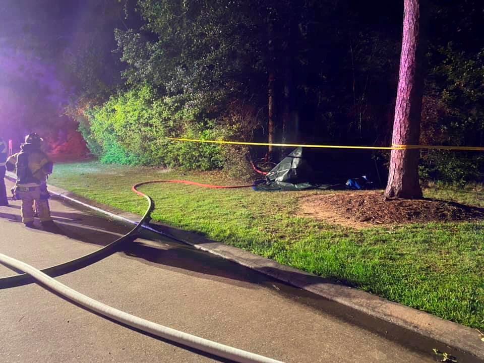 特斯拉撞树酿2死 车主疑启自动驾驶