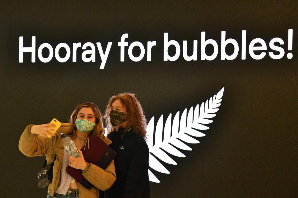 """澳大利亚和新西兰启动""""旅游泡泡"""" 机场涌现人潮"""
