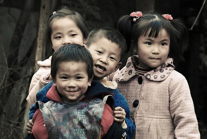 她曾收养118名孤儿感动中国,背后却有恶魔的一面