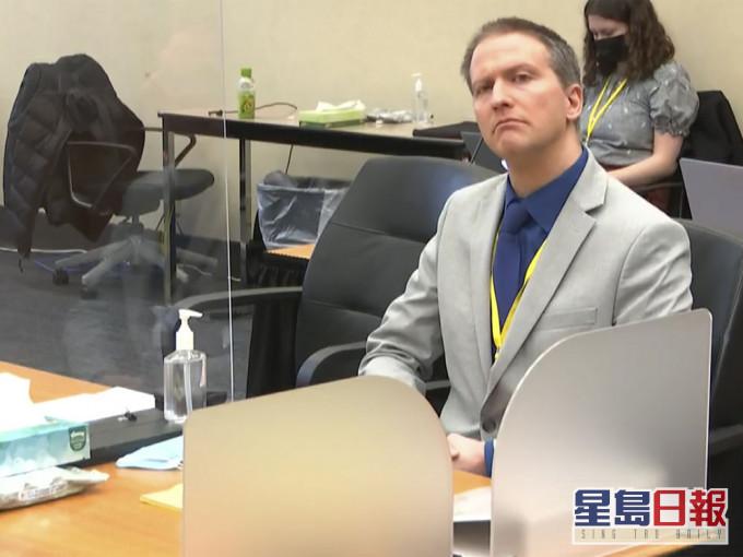 弗洛伊德被跪颈后死亡案 陪审团结束首日商议未达成裁决