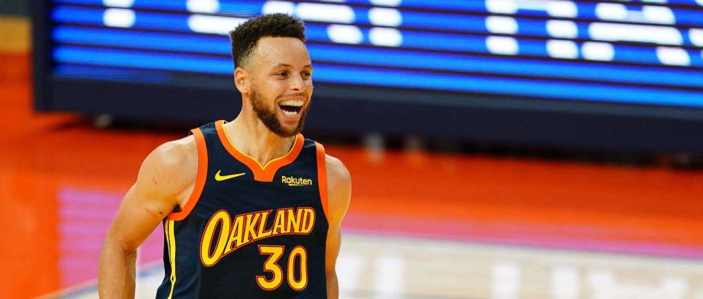 Report: Stephen Curry Will Sign A 4-Year, $215 Million Extension With The Warriors