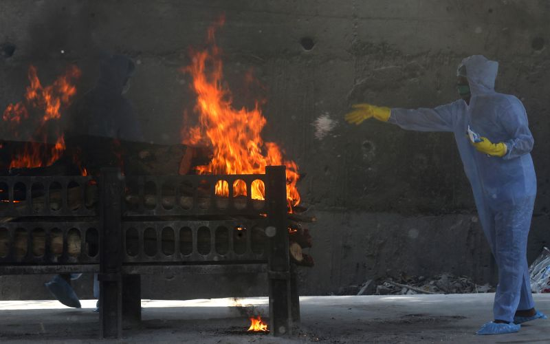 Non-stop cremations cast doubt on India's Covid toll count