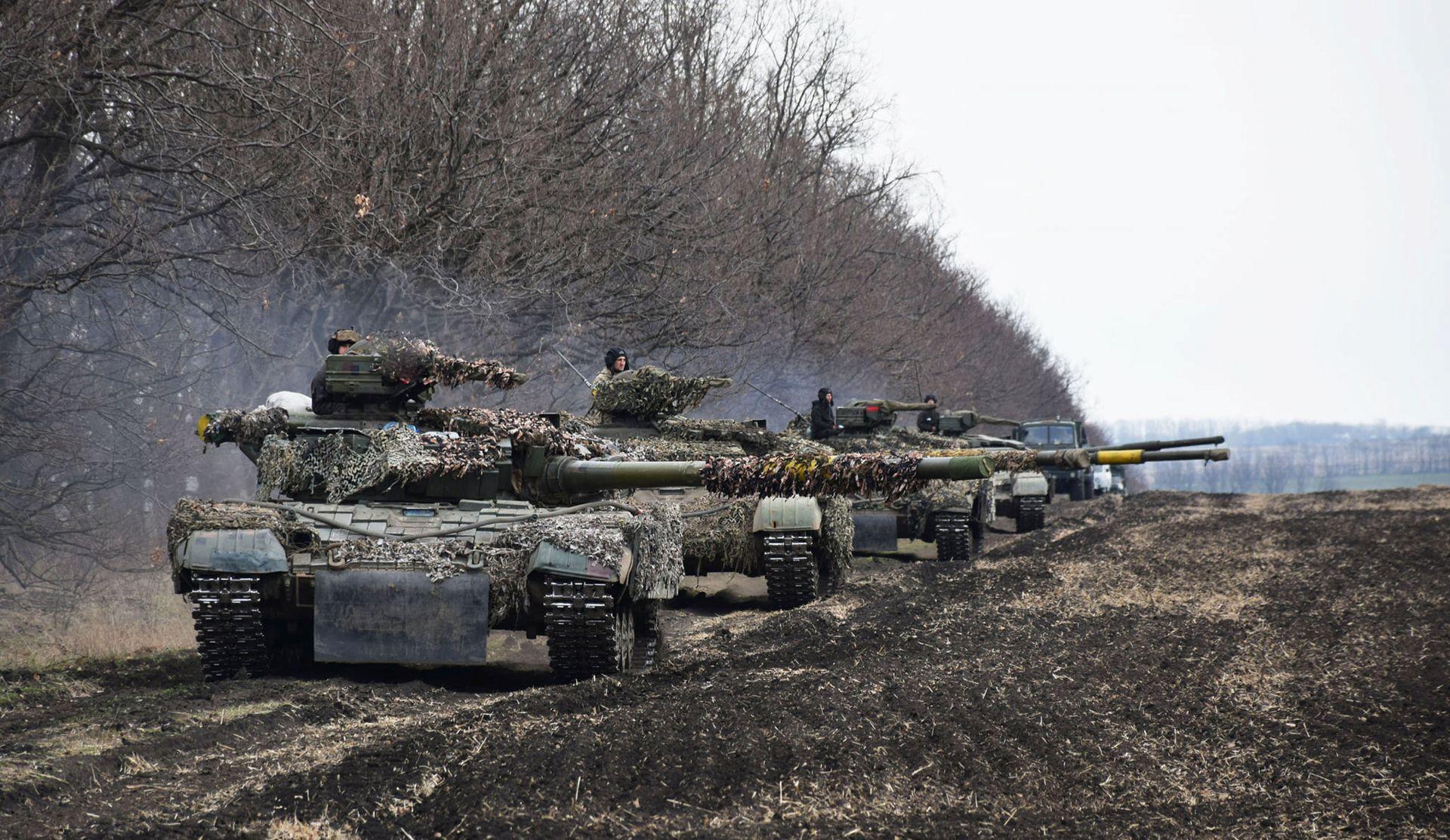 十五万大军逼近边境 乌克兰战事转入荒诞剧情