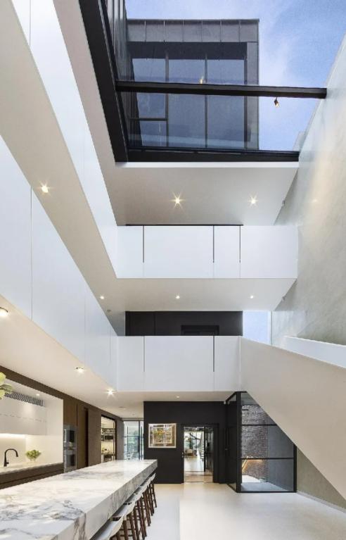 """澳洲$730万玻璃设计住宅,被评""""2020维州50大住宅之一""""(组图)"""