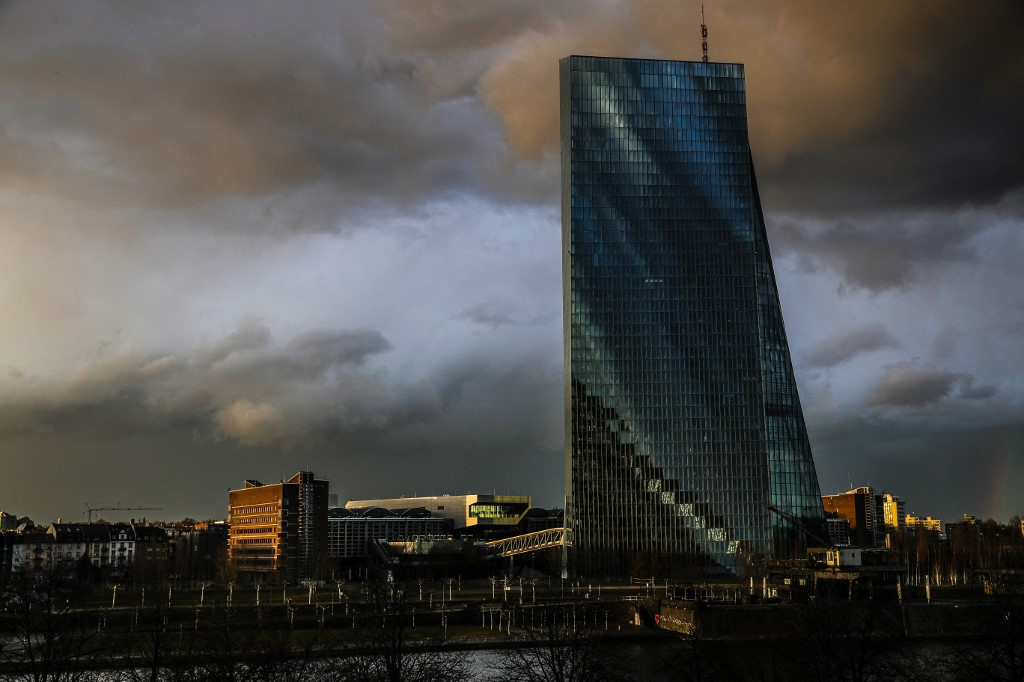 ECB to reassure on cheap money as virus woes persist