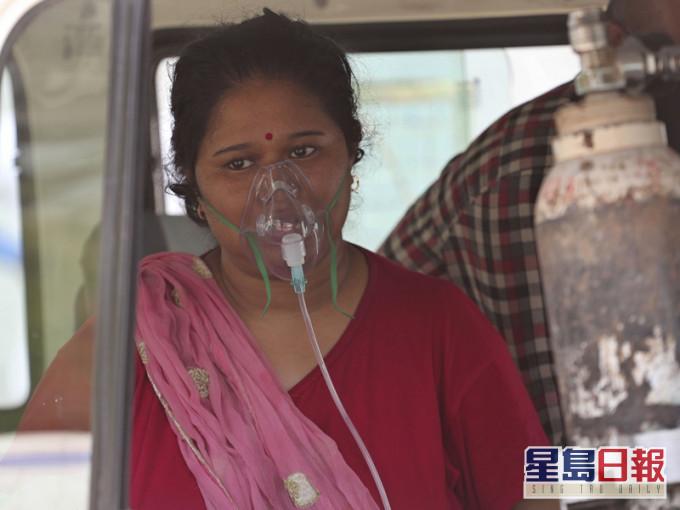 印度新增逾34万病例 再破全球单日新高纪录