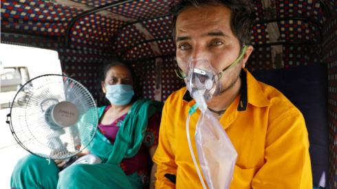 Covid: Countries send aid to ease India's oxygen emergency