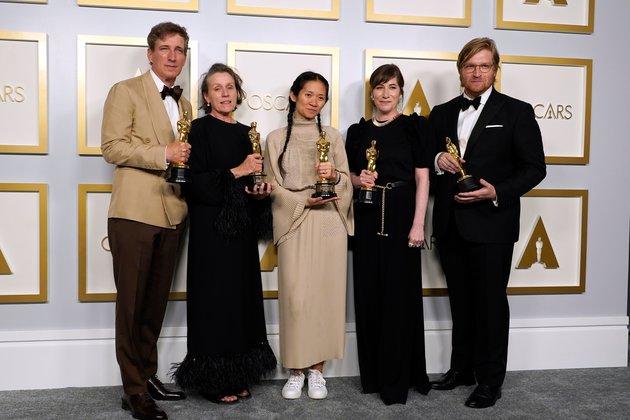 'Nomadland' Wins Top Prize at Oscars