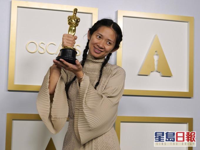 《浪迹天地》夺3奖成奥斯卡大赢家 赵婷成首位亚裔女性膺最佳导演