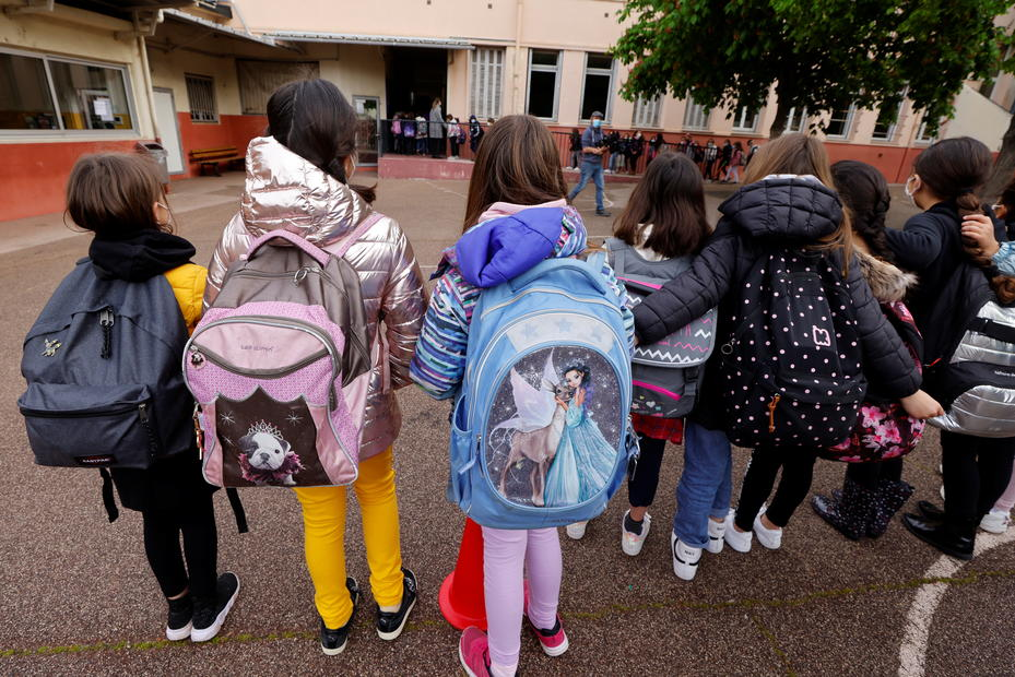 French primary pupils return to school despite high COVID numbers